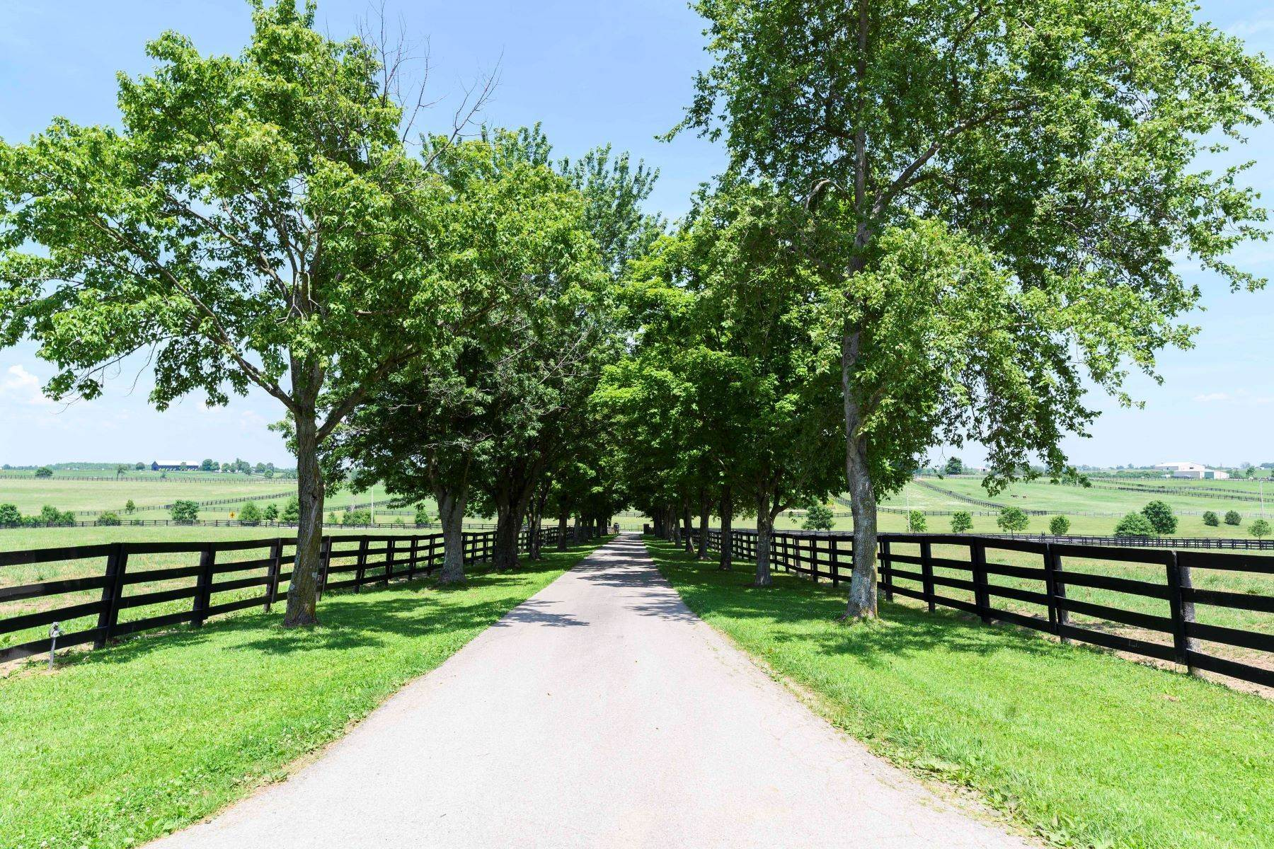 Farm and Ranch Properties for Sale at 2900 Winchester Road Paris, Kentucky 40391 United States