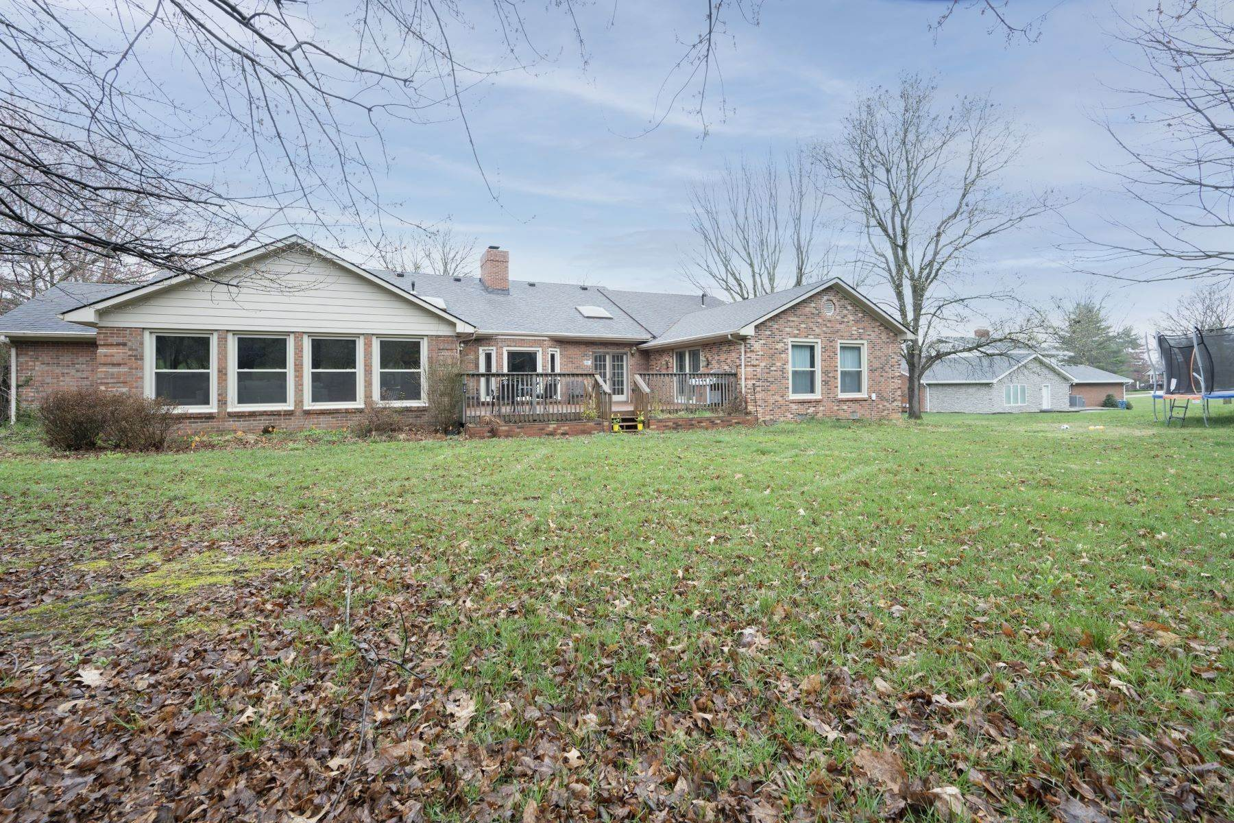 25. Single Family Homes for Sale at 2586 Edgehill Drive Lexington, Kentucky 40510 United States