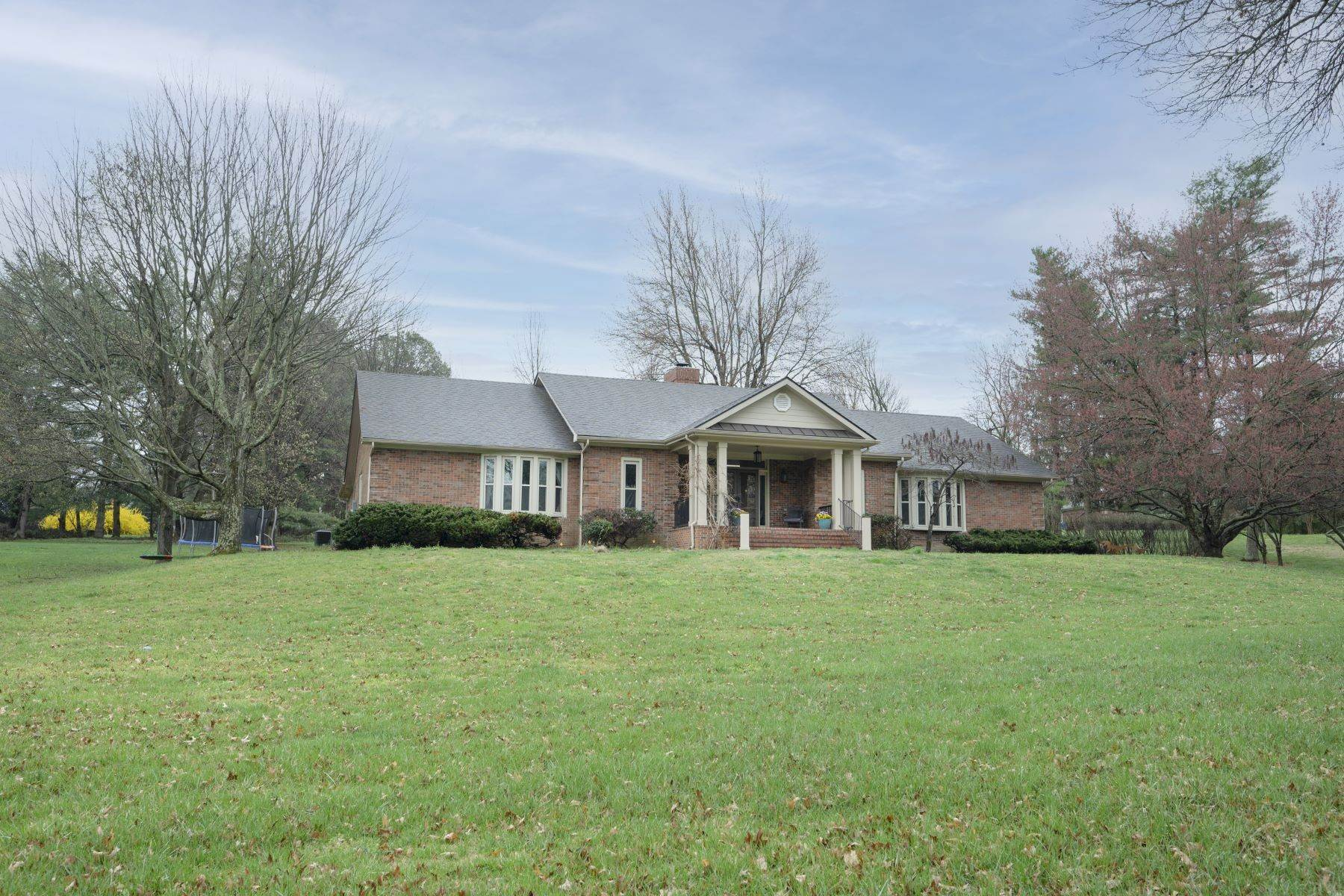Single Family Homes for Sale at 2586 Edgehill Drive Lexington, Kentucky 40510 United States