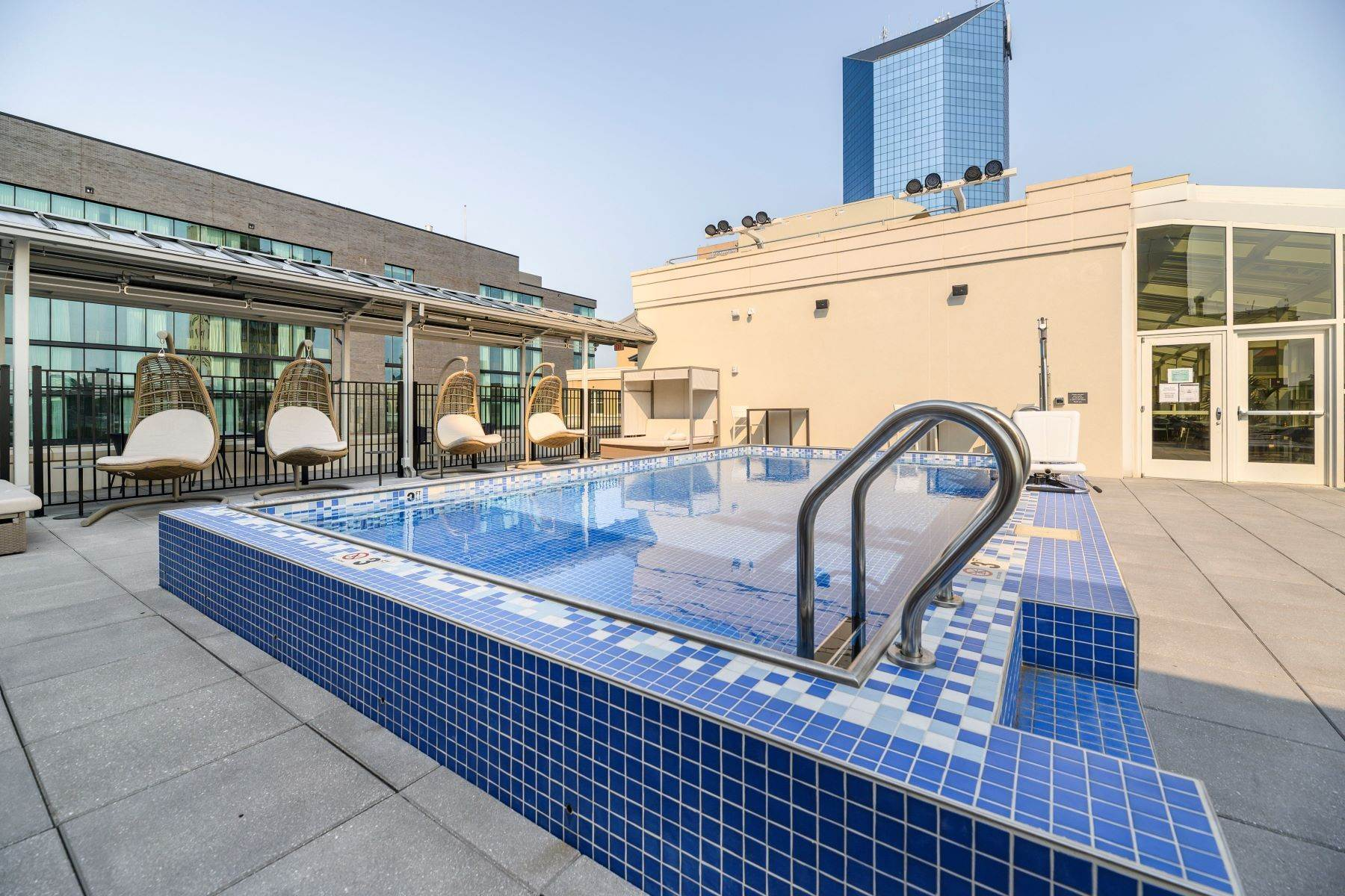 15. Condominiums for Sale at The Penthouses at City Center 103 S Limestone #1220 Lexington, Kentucky 40507 United States