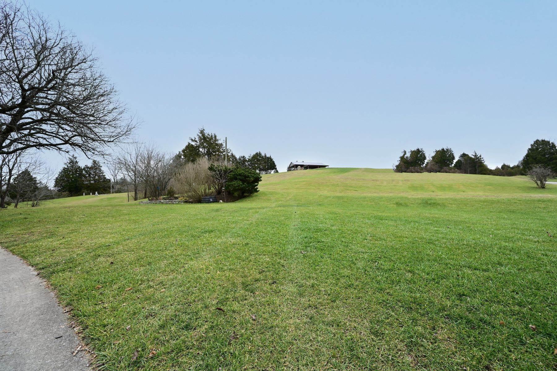 40. Farm and Ranch Properties for Sale at 722 Walker Parke Road Richmond, Kentucky 40475 United States